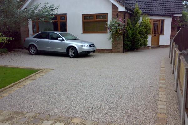 driveway-1CEC16D68-3210-E13C-B797-2EA758A895A8.jpg